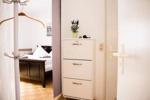 A bathroom at Apartment am Marktplatz - Festungsblick