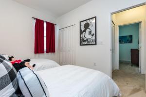 Uma cama ou camas num quarto em Imagine You and Your Family Renting this 5 Star Villa on Bella Vida Resort, Orlando Villas 2731