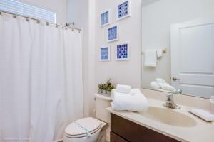 Uma casa de banho em Imagine You and Your Family Renting this 5 Star Villa on Bella Vida Resort, Orlando Villas 2731