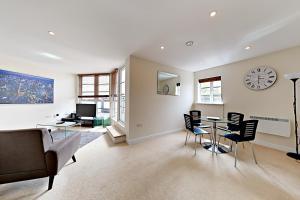A seating area at Flexi-Lets@Wallis Square, Farnborough