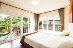 Baan Talay Samran 4 Bedrooms Villa with Beach and 3 pools