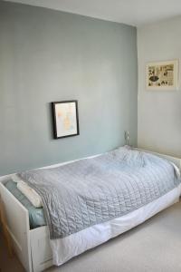 Ein Bett oder Betten in einem Zimmer der Unterkunft 2 Bedroom House in the Heart of Hanover