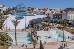 A view of the pool at Apartamento con Vistas al Mar or nearby