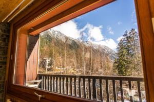 A balcony or terrace at Grand appt vue Mont Blanc