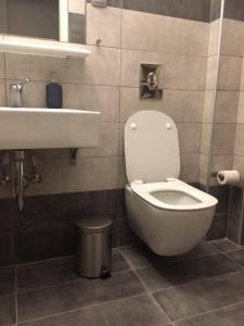 A bathroom at Lake view apartment