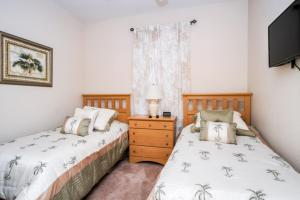 A bed or beds in a room at Loyalty Vacation Homes - Kissimmee