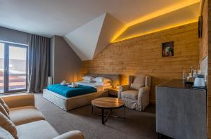 A seating area at Apart Hotel Suites&Loft New Gudauri