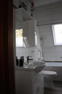 Uma casa de banho em Ferienwohnung Neumann