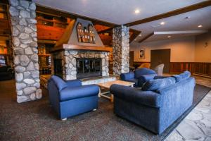 A seating area at Lake Placid Lodge by Whiski Jack