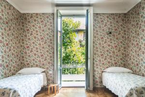A bed or beds in a room at HIntown Charming Villa