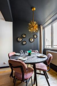 Restoran atau tempat makan lain di CMG Champs Elysées / 4 Boetie 4DF