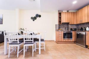 A kitchen or kitchenette at Borne Suites - Turismo de Interior