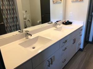 A bathroom at ResortStyle Luxurious Furnished ApartmentM23