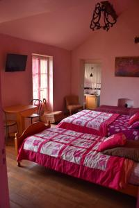 A bed or beds in a room at Le Vaumurier de Saint Lambert