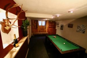 A pool table at Chalet Arberons