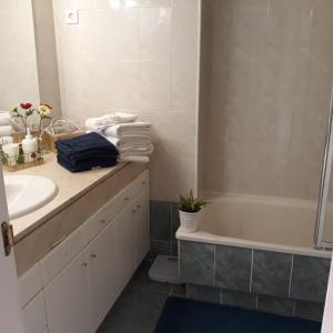 A bathroom at Apartamento Las Rozas Village