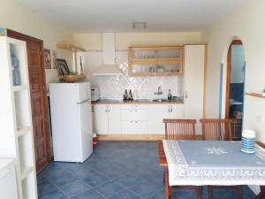 A kitchen or kitchenette at Nice Monseñor Apartment