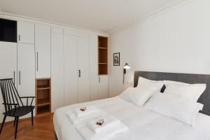 A bed or beds in a room at My Maison In Paris - Ile Saint-Louis