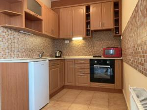 A kitchen or kitchenette at Best Home
