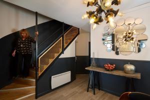 A kitchen or kitchenette at Résidence AURMAT - Aparthotel - Boulogne - Paris