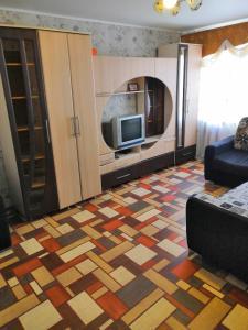 Телевизор и/или развлекательный центр в Гагарина 47