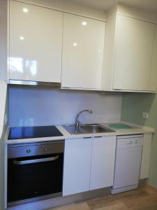 A kitchen or kitchenette at Door 7 Pipa