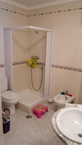 A bathroom at Chez Roselio