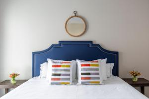 A bed or beds in a room at Stay Alfred on Kettner Boulevard