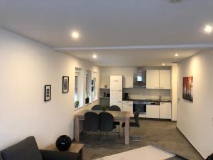 A kitchen or kitchenette at City Apartment Dietze