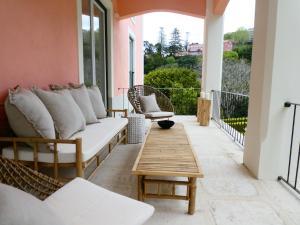 A seating area at Quinta dos Mouros