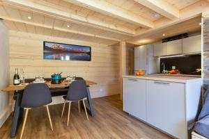 A kitchen or kitchenette at Résidence Grand Roc - Campanules 411