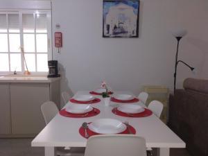A restaurant or other place to eat at La Caleta de Cadiz