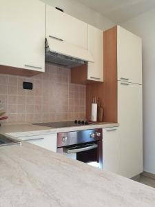 A kitchen or kitchenette at Appartamenti Les Angelins