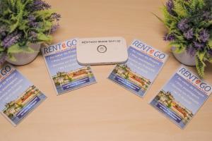Ein Zertifikat, Auszeichnung, Logo oder anderes Dokument, das in der Unterkunft Apartments next to Old Town Square by RENTeGO ausgestellt ist