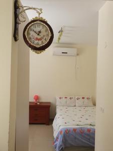 Ein Bett oder Betten in einem Zimmer der Unterkunft Apartments Petah Tiqwa - Bar Kochva Street