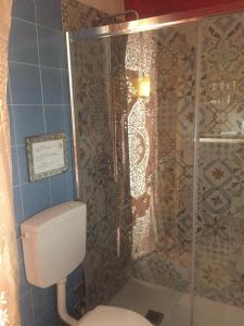 A bathroom at Palazzu Stidda