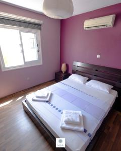 A bed or beds in a room at Tasos Apartment
