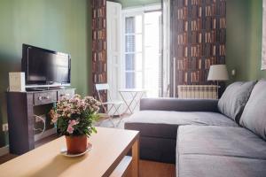 Area soggiorno di LA LATINA Apartment (1BR 1BT)