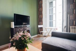 TV o dispositivi per l'intrattenimento presso LA LATINA Apartment (1BR 1BT)