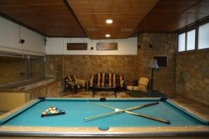 A pool table at Viccini Suites