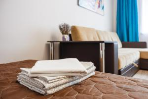 A bed or beds in a room at Апартаменты у ж.д.вокзала