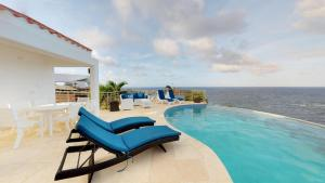 Villa SummerWinds 4BR 3BR in Dawn Beach Oyster Pond with Infinity pool, Ocean View, Sleeps 11 persons