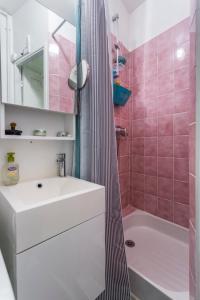 A bathroom at Typical Parisian flat near Belleville by easyBNB