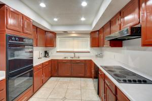 A kitchen or kitchenette at Villa Para