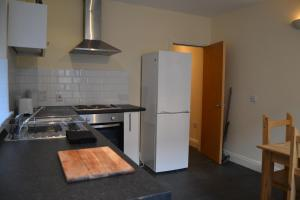 A kitchen or kitchenette at House of yoga
