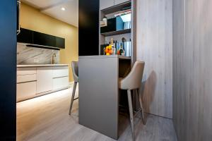 A kitchen or kitchenette at Deluxe Studio G 12