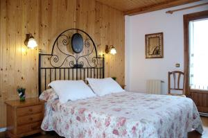 A bed or beds in a room at Apartamentos San Marsial