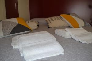 A bed or beds in a room at Ajo'