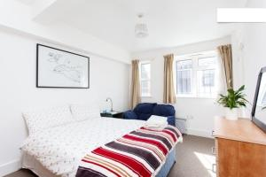 A bed or beds in a room at Clapham Apartments