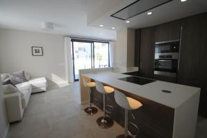A kitchen or kitchenette at Amazing Villa in El Faro